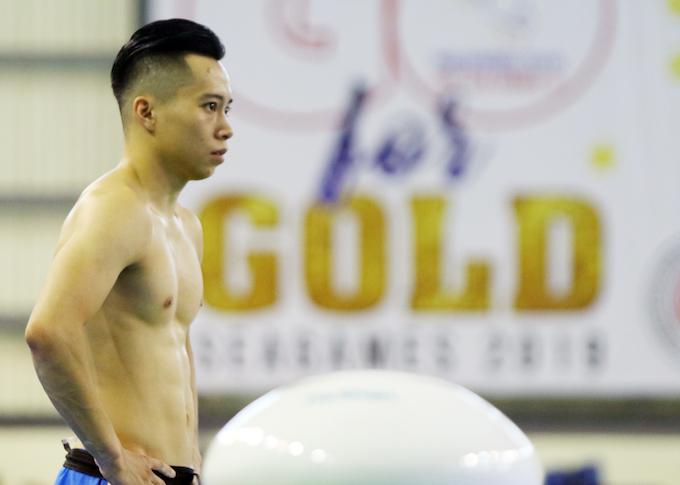 Đồng đội Thanh Tùng cũng không lép vế về tài lẫn sắc