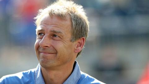 Huyền thoại Klinsmann trở lại nghiệp huấn luyện tại Bundesliga
