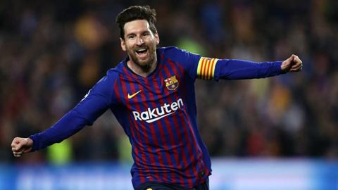 Vượt Ronaldo, Messi lập kỷ lục mới trong trận đấu thứ 700 cho Barca