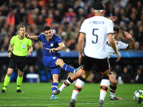 Kovacic gỡ hòa nhanh chóng cho Chelsea