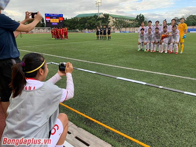 Trao đổi với phóng viên báo Bóng đá, đây là chiếc máy ảnh mà cô mua ở Philippines. Cô là một người rất thích chụp ảnh