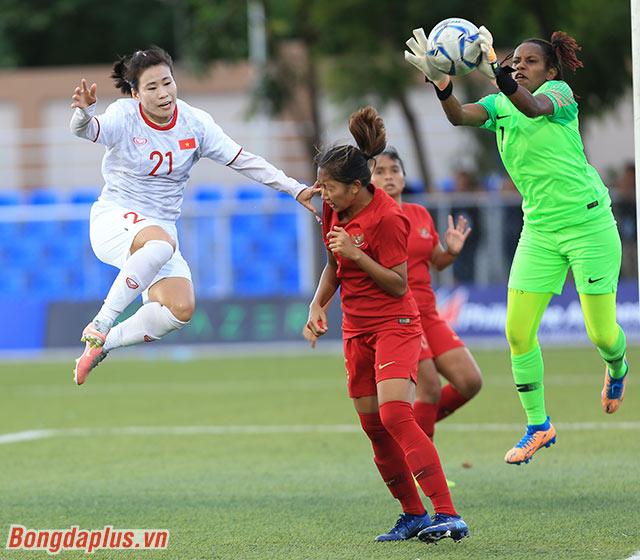 Tuy nhiên sau đó các cầu thủ nữ Việt Nam lại chơi chùng xuống ở cuối hiệp 1