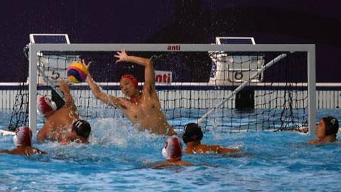 ĐT bóng nước nam Indonesia (mũ đỏ trắng) cũng có HCV sau chiến thắng trước Malaysia