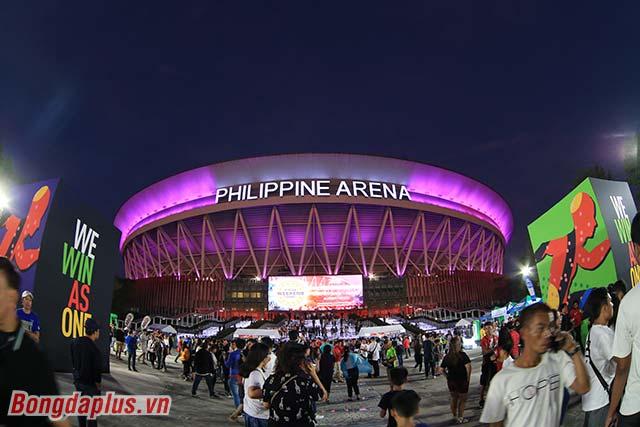 Kinh phí xây dựng nhà thi đấu Philippine Arena là 200 triệu USD, tương đương với gần 5.000 tỷ Việt Nam đồng.