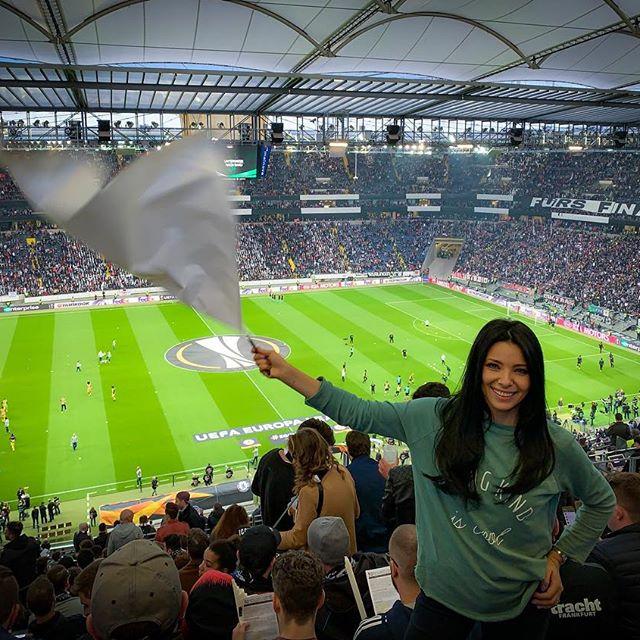 Cô cùng thường xuyên tới theo dõi các trận đấu bóng đá.