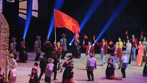 Đoàn TTVN bước ra sân khấu của Lễ khai mạc SEA Games 30Ảnh: ĐỨC CƯỜNG
