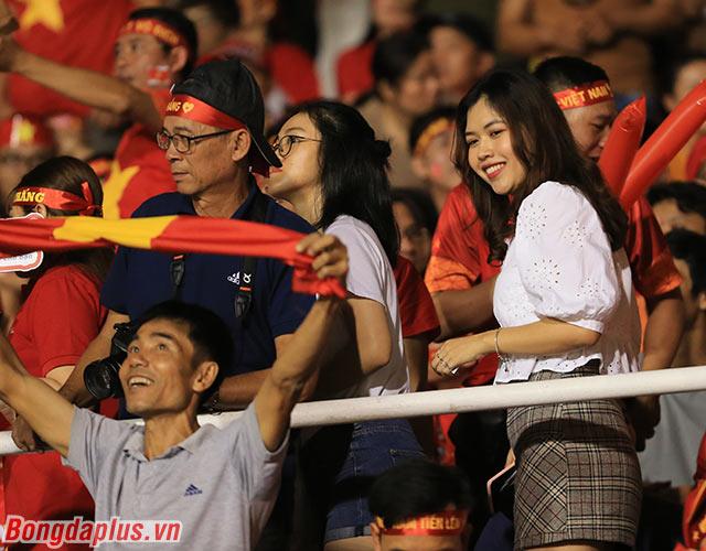 Ước tính có khoảng 1.000 người Việt Nam đến cổ vũ cho thầy trò Park Hang Seo ở trận gặp U22 Indonesia