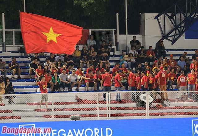 Các CĐV chờ đợi một kết quả thuận lợi của U22 Việt Nam trước U22 Indonesia