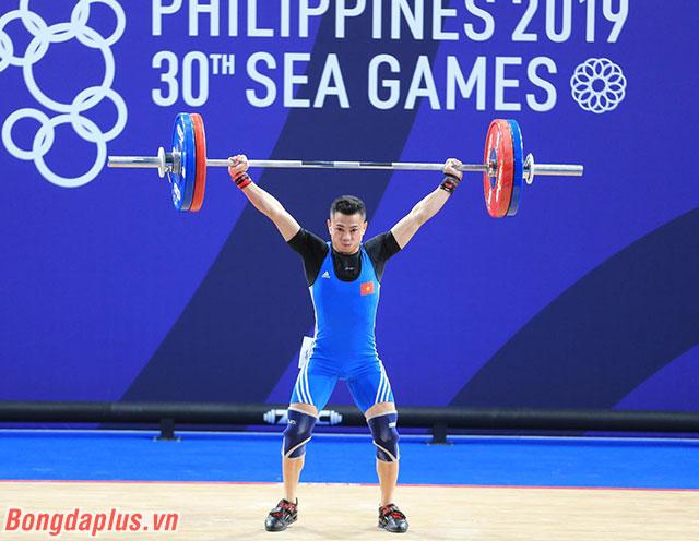 Không biết Gia Thành nghe gì từ tai nghe của mình nhưng điều đó giúp cho anh đạt được một thành tích tốt với tổng là 264 kg ở cả cử giật và cử đẩy