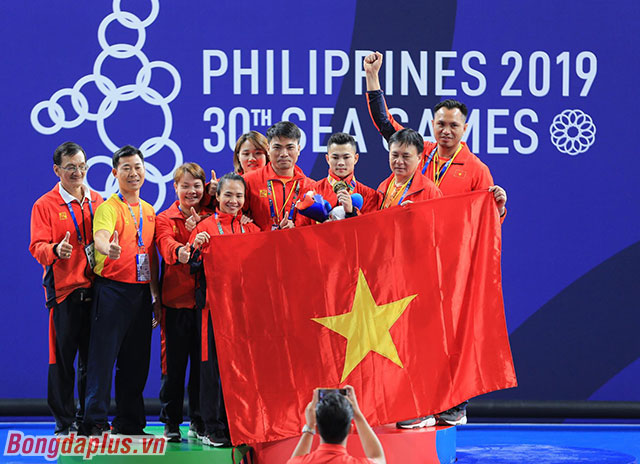 Hai hành động dị của Gia Thành giúp cho cử tạ Việt Nam có thêm một tấm huy chương vàng ở ngày thi đấu đầu tiên của Đoàn Việt Nam