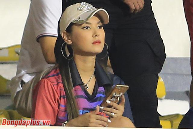 Ở các trận đấu có sự xuất hiện của U22 Indonesia, cựu diễn viên phim dành cho tuổi thành niên - Maria Ozawa thường đến cổ vũ