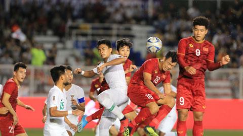 Thành Chung (18) và đồng đội đã sẵn sàng tạo ra mưa bàn thắng vào lưới Singapore Ảnh: Đức Cường