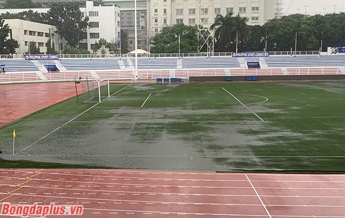Đây chính là sân mà U22 Việt Nam sẽ gặp U22 Singapore vào tối nay. BTC chưa thông báo hoãn trận đấu.