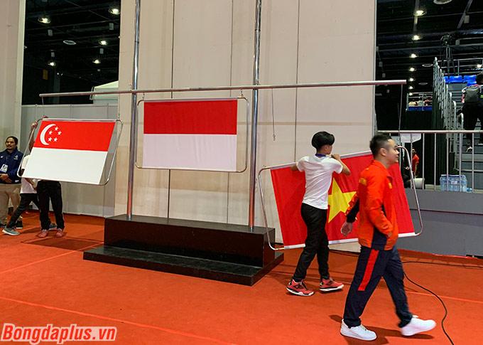 Cột treo cờ quốc gia gặp trục trặc dẫn đến không thể tổ chức lễ trao huy chương