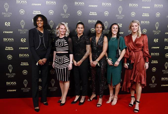 Dàn sao của đội bóng nữ Lyon: Wendie Renard, Amandine Henry, Dzsenifer Marozsan, Sarah Bouhaddi, Lucy Bronze và Ada Hegerberg
