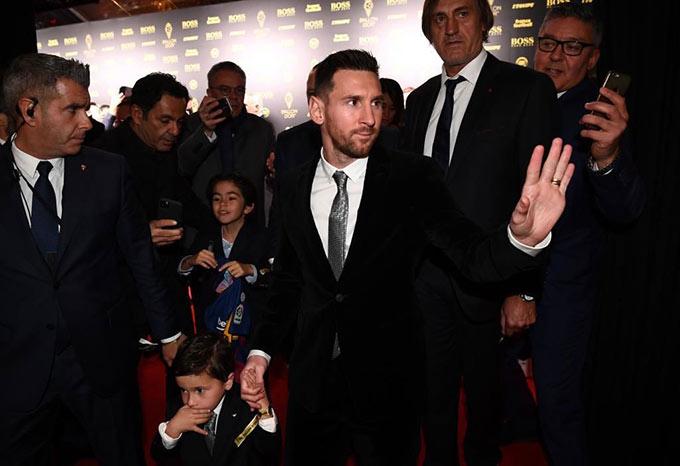 Messi cùng quý tử trong ngày trọng đại của đời mình
