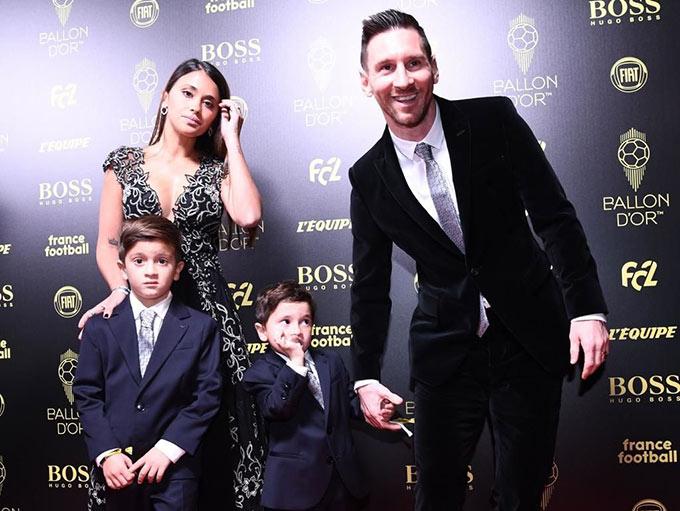 Trong ngày hạnh phúc này, Messi đương nhiên không thể thiếu được Antonella cùng dàn thiên thần