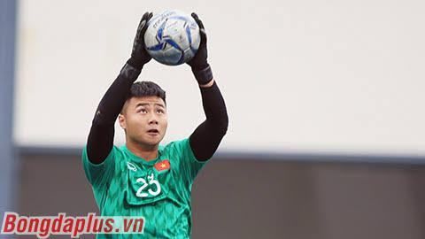 Văn Toản có màn trình diễn tương đối ấn tượng khi được thầy Park lựa chọn bắt chính trong trận đấu với Singapore - Ảnh: Đức Cường