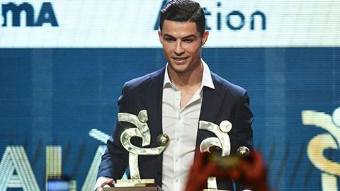 Không dự Gala Quả bóng Vàng, Ronaldo đi nhận giải thưởng Serie A
