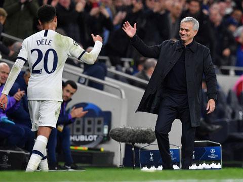 Dele Alli và đồng đội sẽ giúp HLV Mourinho trả mối hận bị M.U sa thải cách đây 1 năm