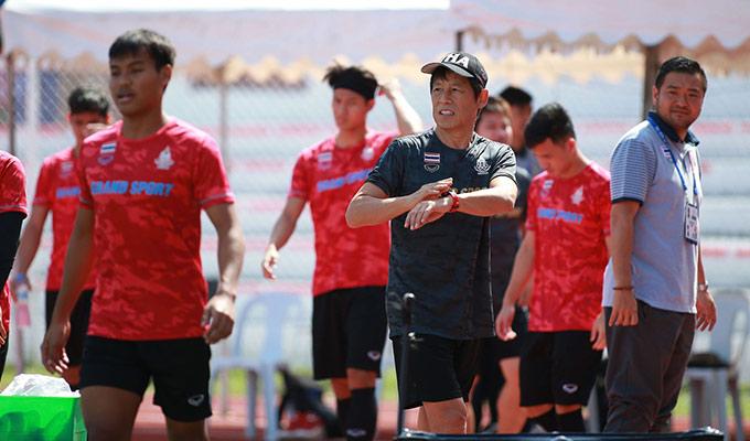 Trong buổi tập này, HLV Nishino chỉ mang theo 8 cầu thủ ra sân. Nhóm cầu thủ đá chính trong trận đấu với U22 Lào được ông thầy người Nhật cho nghỉ ngơi tại khách sạn