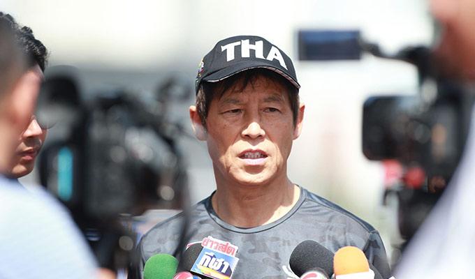HLV Nishino dành cho truyền thông Thái Lan cuộc trả lời phỏng vấn trước trận. Chia sẻ sau trận đấu với Lào, ông thầy người Nhật cho rằng Việt Nam rất mạnh, nhưng toàn đội quyết tâm giành chiến thắng để đi tiếp