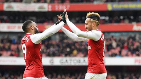 Lacazette (trái) - Aubameyang sẽ ghi bàn mang về chiến thắng đầu tiên cho Arsenal dưới thời Ljungberg