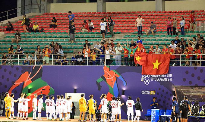 Rất ít CĐV Việt Nam xem ĐT nữ Việt Nam thi đấu. Ảnh: Đức Cường