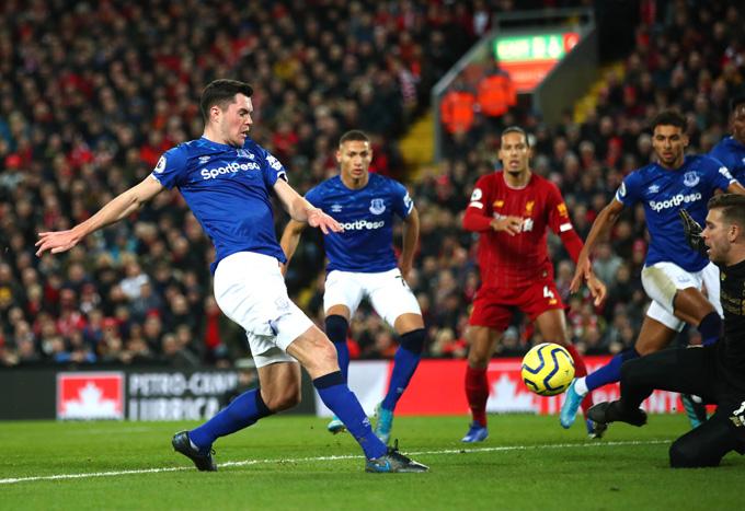 Michael Keane rút ngắn cách biệt cho Everton