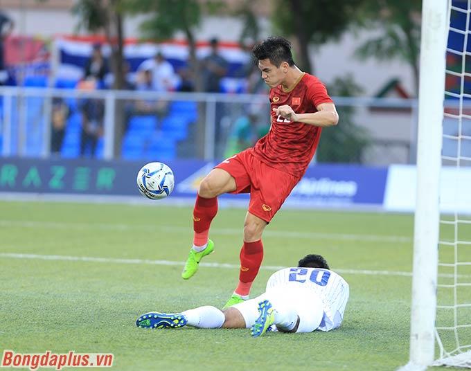 U22 Việt Nam bị U22 Thái Lan ghi liên tiếp 2 bàn trong 11 phút đầu tiên. Nhưng sau đó, Tiến Linh rút ngắn cách biệt với pha đánh đầu đẹp mắt.