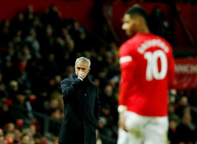 Rashford bùng nổ trước sự bất lực của Mourinho