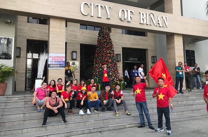 Theo dự kiến, sẽ có khoảng hơn 2 nghìn CĐV Việt Nam có mặt ở Binan trong ngày 5/12 để sát cánh cùng 2 đội tuyển nam và nữ. Họ đến từ nhiều miền trên tổ quốc và là những đồng bào, người dân đang lao động, làm việc tại Philippines