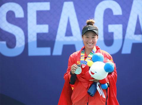 Savanna Lý Nguyễn (HC bạc) góp công lớn vào thành tích chung của quần vợt Việt Nam tại SEA Games 30