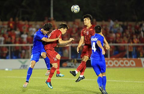 Hà Đức Chinh (số 9) đã có 5 bàn thắng. Ảnh: Đức Cường