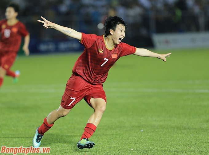 Đến phút 80, Tuyết Dung ấn định chiến thắng 2-0 cho ĐT nữ Việt Nam trước chủ nhà Philippines.