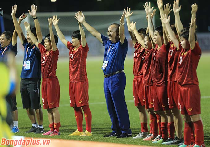 ĐT nữ Việt Nam sẽ gặp lại ĐT nữ Thái Lan trong trận chung kết vào chiều ngày 8/11. Ai giành huy chương Vàng cũng sẽ lập kỷ lục mới tại SEA Games.