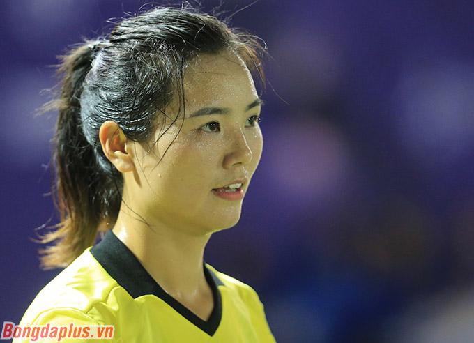 Tuy nhiên, phát hiện ra cầu thủ nữ Philippines đã phạm lỗi trước khi có bàn thắng, nữ trợ lý có tên là Xie Lijun lập tức phất cờ để thông báo cho trọng tài chính rằng đó là pha lập công không hợp lệ.