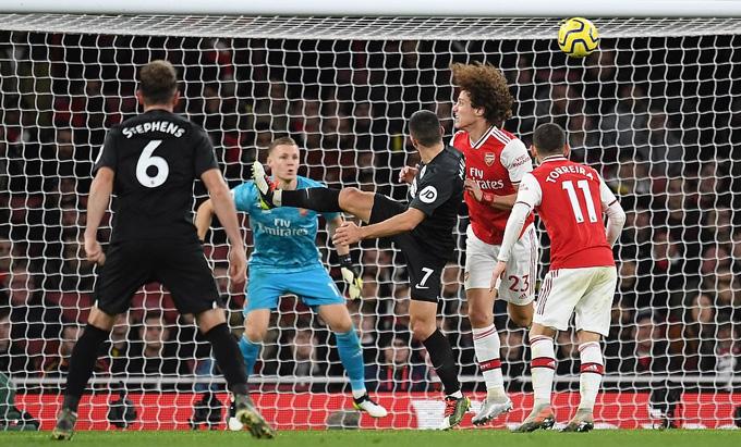 Maupay kết liễu Arsenal bằng cú đánh đầu đẹp mắt