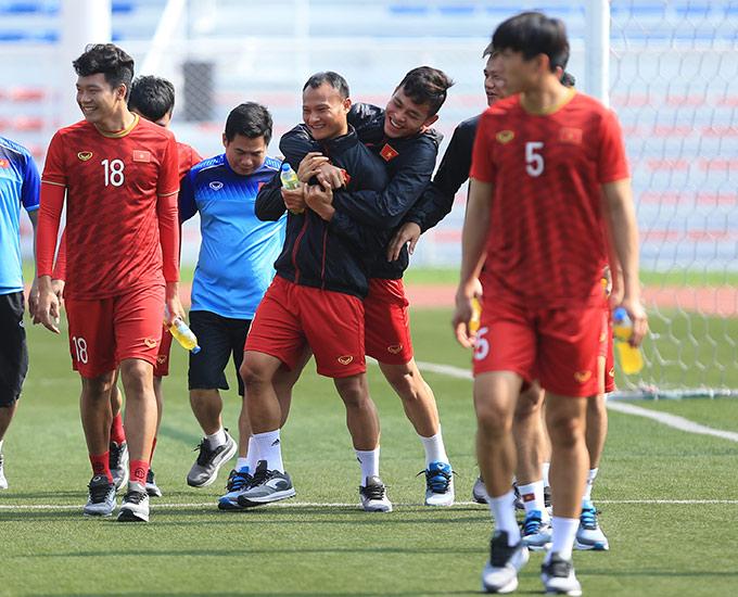 Tinh thần của các học trò HLV Park Hang Seo rất thoải mái khi vừa loại được đối thủ kình địch Thái Lan ở vòng bảng, giành quyền vào chơi bán kết SEA Games sau 4 năm vắng bóng