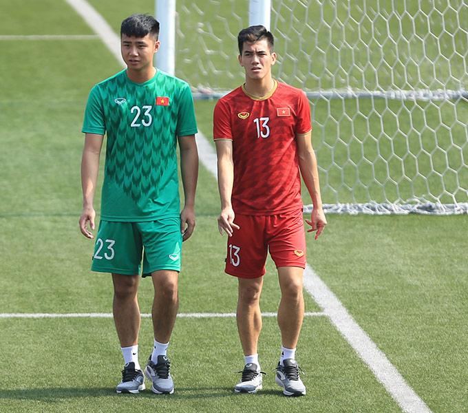 Văn Toản và Tiến Linh có những màn thể hiện trái ngược trong trận gặp Thái Lan. Văn Toản mắc lỗi dẫn đến bàn thua đầu tiên, trong khi đó Tiến Linh đóng vai người hùng của U22 Việt Nam với 1 cú đúp vào lưới Thái Lan