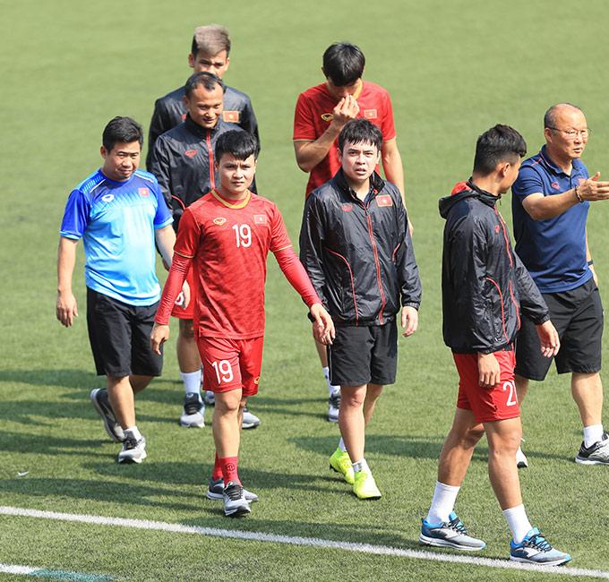 Theo bác sỹ Trần Anh Tuấn, Quang Hải chắc chắn không kịp bình phục để góp mặt ở những trận còn lại của U22 Việt Nam tại SEA Games. Tiền vệ đội trưởng này bị rách cơ đùi, cần 2 tuần để hồi phục