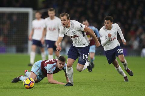 Có điều chỉnh hợp lý, Tottenham (áo trắng) sẽ vượt qua Burnley ở vòng đấu này