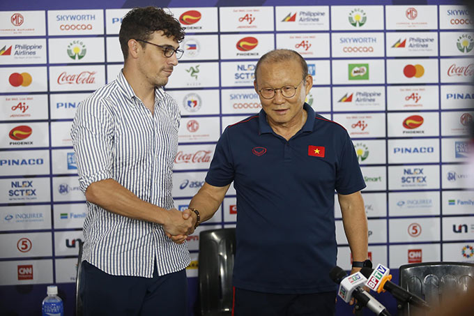 """""""Trong bóng đá, mọi việc đều có thể xảy ra. Chẳng ai tin Campuchia vào bán kết. Nhưng giờ chúng tôi lại ở đây. Việt Nam cũng vậy. Đã có lúc Việt Nam tưởng bị loại khi để Thái Lan dẫn trước 2-0. Nhưng giờ Việt Nam ở lại đây. Nhưng tôi tin, chúng tôi sẽ tiếp tục mang lại niềm hạnh phúc cho người Campuchia sau trận đấu với Việt Nam"""", Dalmas bày tỏ sự tự tin ở trận bán kết giữa U22 Việt Nam và U22 Campuchia vào lúc 19h00 tối nay."""