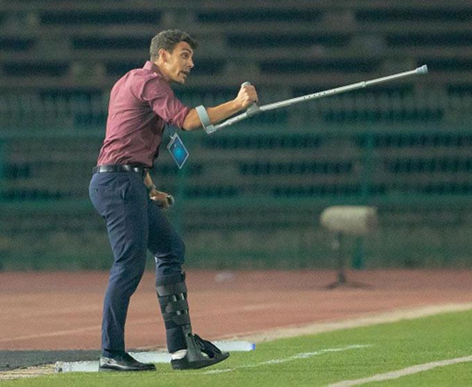Felix Dalmas từng giúp U22 Campuchia vào vòng bán kết ở giải U22 Đông Nam Á diễn ra trên sân nhà Campuchia. Khi ấy, ông bị gãy chân và vừa phải chống nạng, vừa chỉ đạo Campuchia thi đấu.