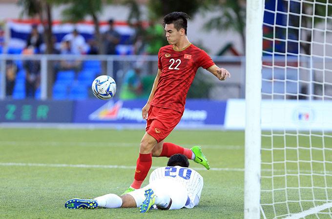 Tiến Linh mới lập cú đúp vào lưới Thái Lan, qua đó giúp Việt Nam vào bán kết với ngôi đầu bảng B - Ảnh: Đức Cường