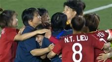 Giây phút vỡ òa khi ĐT nữ Việt Nam giành HCV SEA Games 30