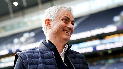 Hậu trường sân cỏ 8/12: Mourinho làm ngôi sao Netflix