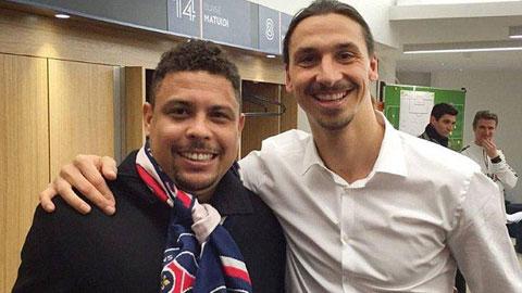 """Zlatan Ibrahimovic (trái) chụp ảnh cùng Ro """"béo"""""""