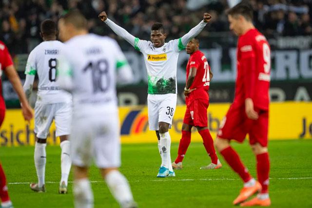 Gladbach đã hạ bệ quyền lực Bayern trên sân nhà