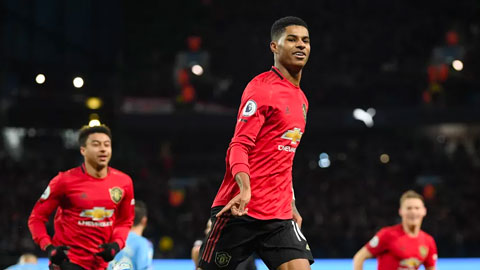 Bóng đá châu Âu đêm qua: Thành Manchester màu đỏ, Messi thắng - Ronaldo bại